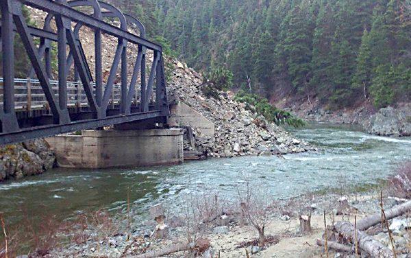 Rockslide closes Trans-Canada Trail near Princeton